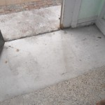 Indgangsparti, terrazzogulvet er skåret op